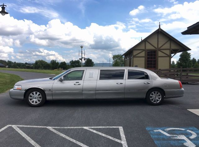 2004 Lincoln Town Car Federal 6 Door Limo Click To See Full Size Photo