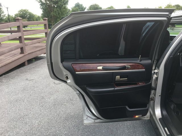 2004 Lincoln Town Car FEDERAL 6 DOOR LIMO  - Click to see full-size photo viewer