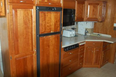 2004 Newmar Dutch Star 4025 4 slide - Click to see full-size photo viewer