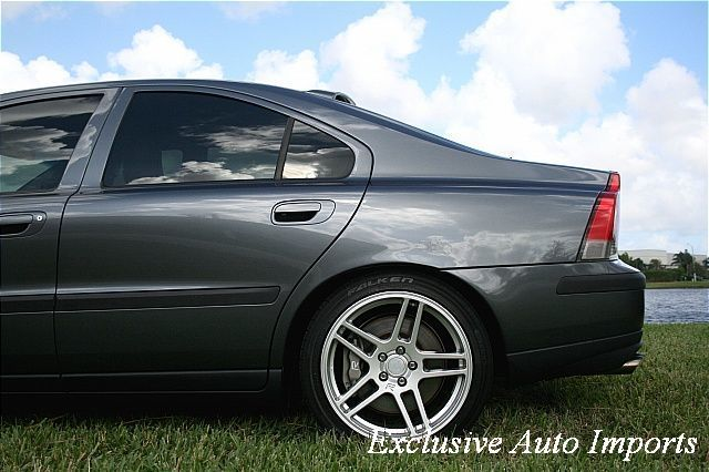 2004 Volvo S60 R - Click to see full-size photo viewer