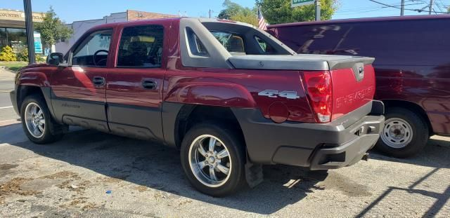 Cool 2005 Used Chevrolet Avalanche 1500 5Dr Crew Cab 130 Wb 4Wd Ls At Webe Autos Serving Long Island Ny Iid 19423845 Pabps2019 Chair Design Images Pabps2019Com