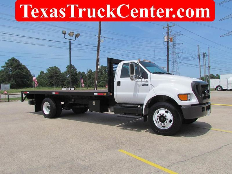2005 Ford F750 Flatbed - 17474280 - 0