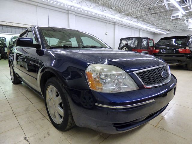 2005 Ford Five Hundred 4dr Sedan SE - Click to see full-size photo viewer