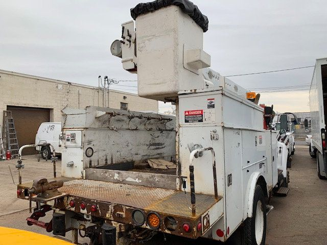 2005 Ford F-750 47 FOOT OVER CENTER ALTEC BUCKET BOOM TRUCK - 18368583 - 35