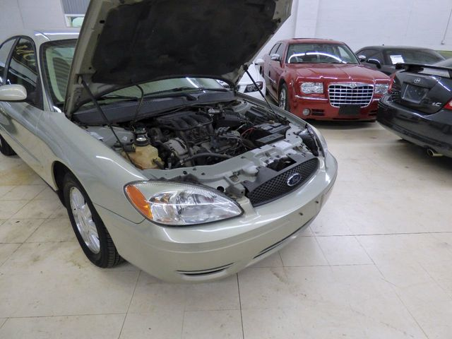 2005 Ford Taurus 4dr Sedan SEL - Click to see full-size photo viewer