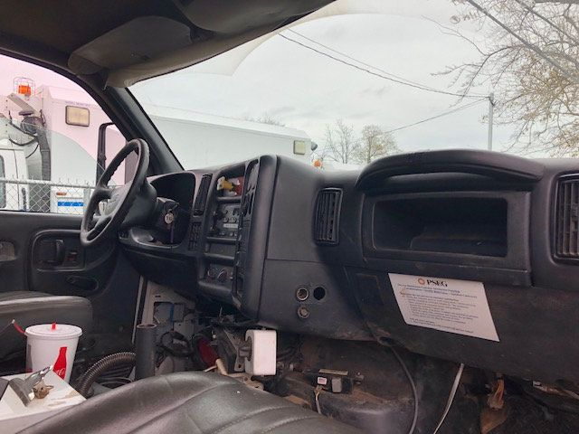2005 GMC C7500 CREW CAB 4 DOOR ENCLOSED UTILITY SERVICE VAN AIR UNDER MOUNT DECK AIR COMPRESSOR - 18326758 - 14