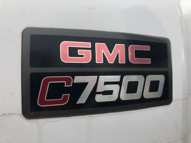 2005 GMC C7500 CREW CAB 4 DOOR ENCLOSED UTILITY SERVICE VAN AIR UNDER MOUNT DECK AIR COMPRESSOR - 18326758 - 20