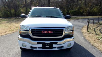 "2005 GMC Sierra 2500HD Crew Cab 153"" WB 4WD SLT - Click to see full-size photo viewer"