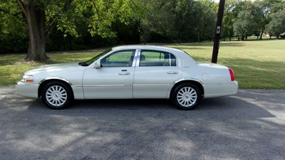 2005 Lincoln Town Car 4dr Sedan Signature - Click to see full-size photo viewer