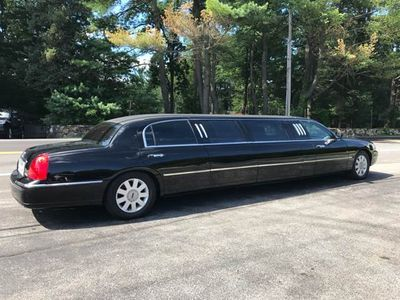 2005 Lincoln Town Car Limo - Click to see full-size photo viewer