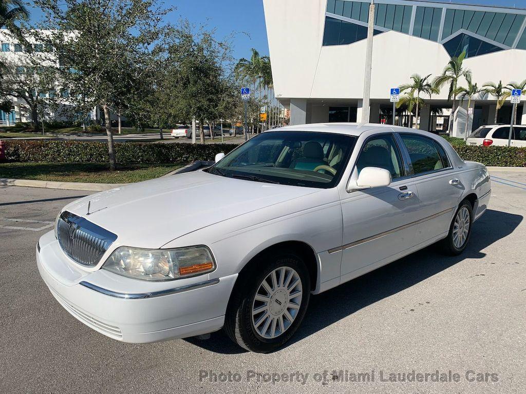 2005 Lincoln Town Car Signature - 20351876 - 0