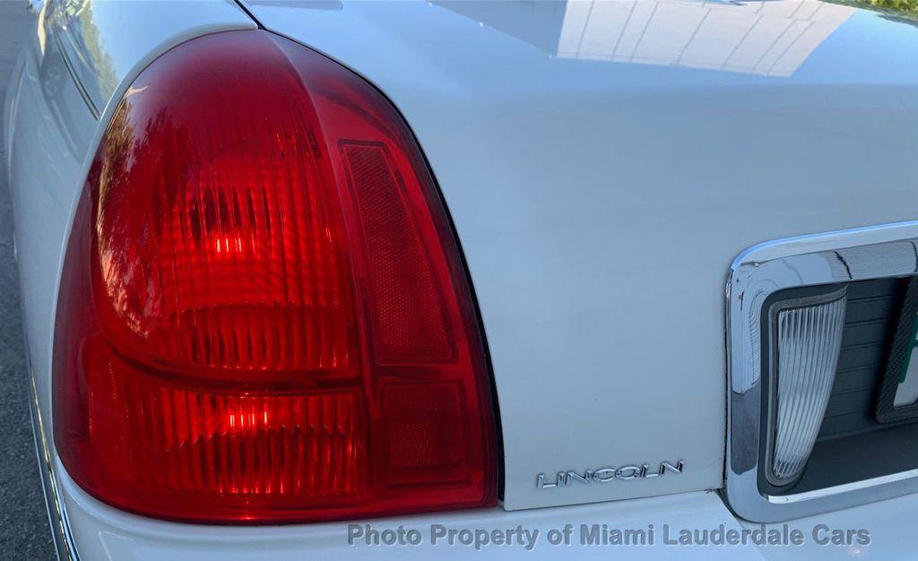 2005 Lincoln Town Car Signature - 20351876 - 28