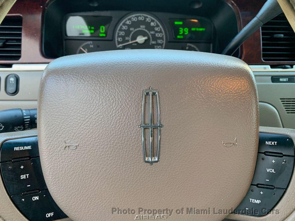 2005 Lincoln Town Car Signature - 20351876 - 48