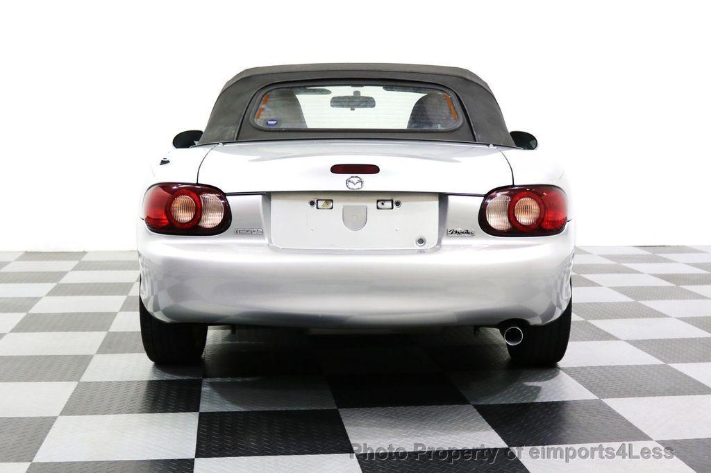 2005 Mazda MX-5 Miata 2dr Convertible Cloth Automatic - 17836885 - 11