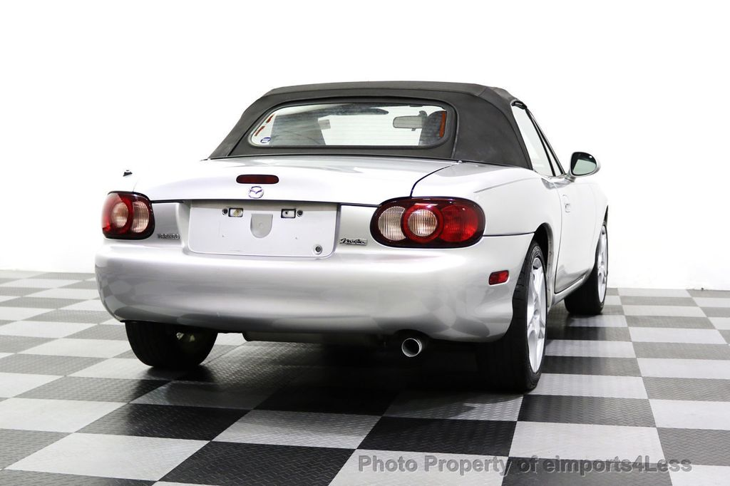 2005 Mazda MX-5 Miata 2dr Convertible Cloth Automatic - 17836885 - 12