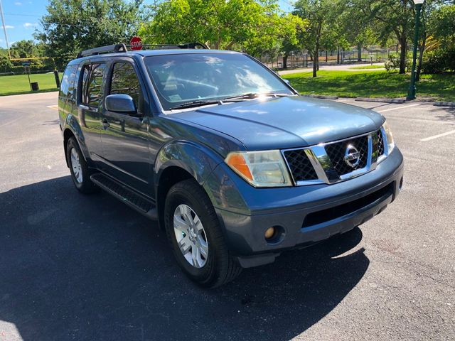 2005 Nissan Pathfinder LE 2WD - Click to see full-size photo viewer