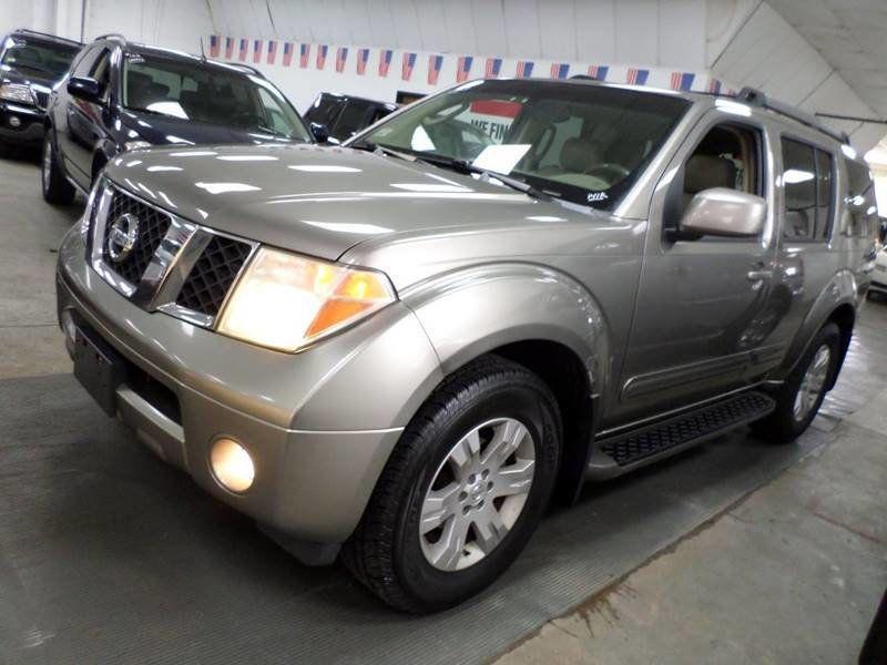 2005 Nissan Pathfinder SE / 4X4 / 4.0L V6   15797232   0