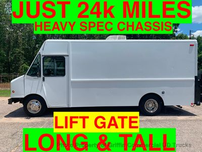 2005 Workhorse STEP VAN LONG TALL JUST 24k MI  DEALER FINANCING HEAVY SPEC!! LIFT GATE A/C ONE OWNER - Click to see full-size photo viewer