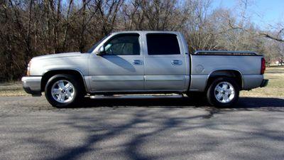"""2006 Chevrolet Silverado 1500 Crew Cab 143.5"""" WB 2WD LT1 Truck"""
