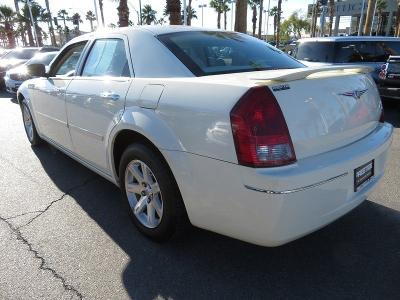 2006 Chrysler 300 4dr Sedan 300 Touring - 17260992 - 9