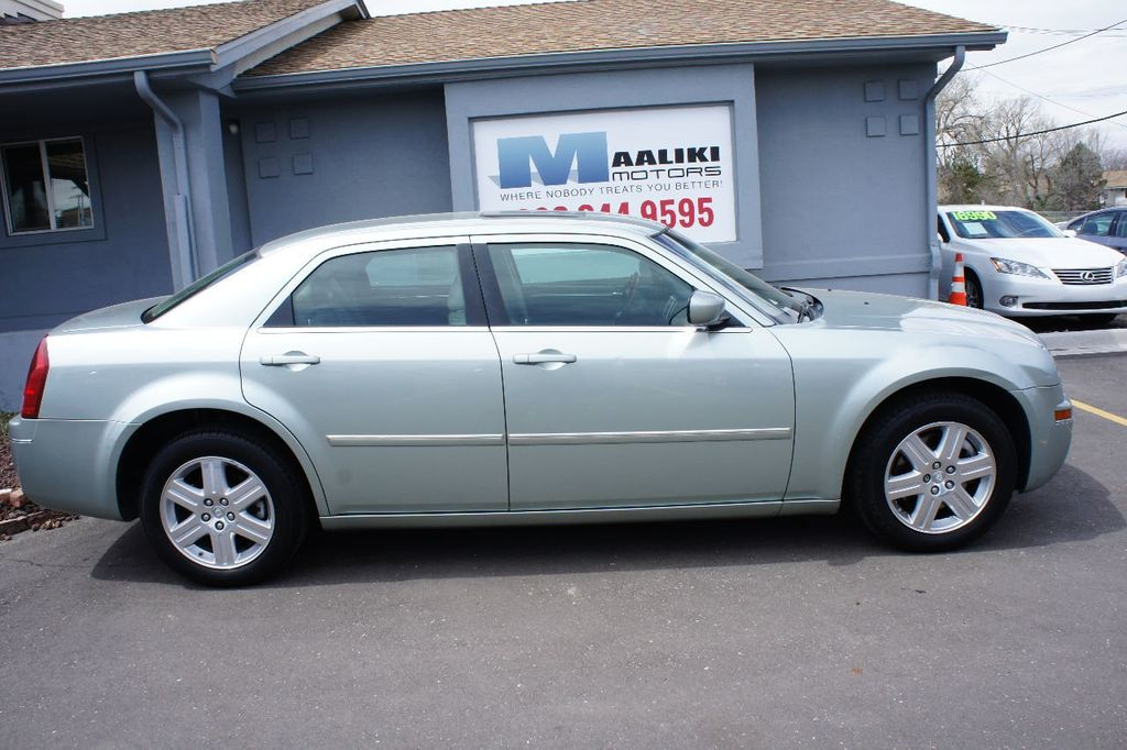 2006 Chrysler 300 4dr Sedan 300 Touring AWD - 17546147 - 2