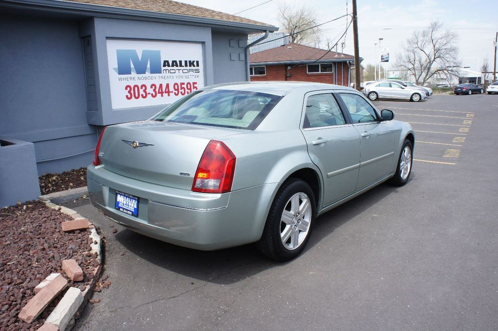 2006 Chrysler 300 4dr Sedan 300 Touring AWD - 17546147 - 3