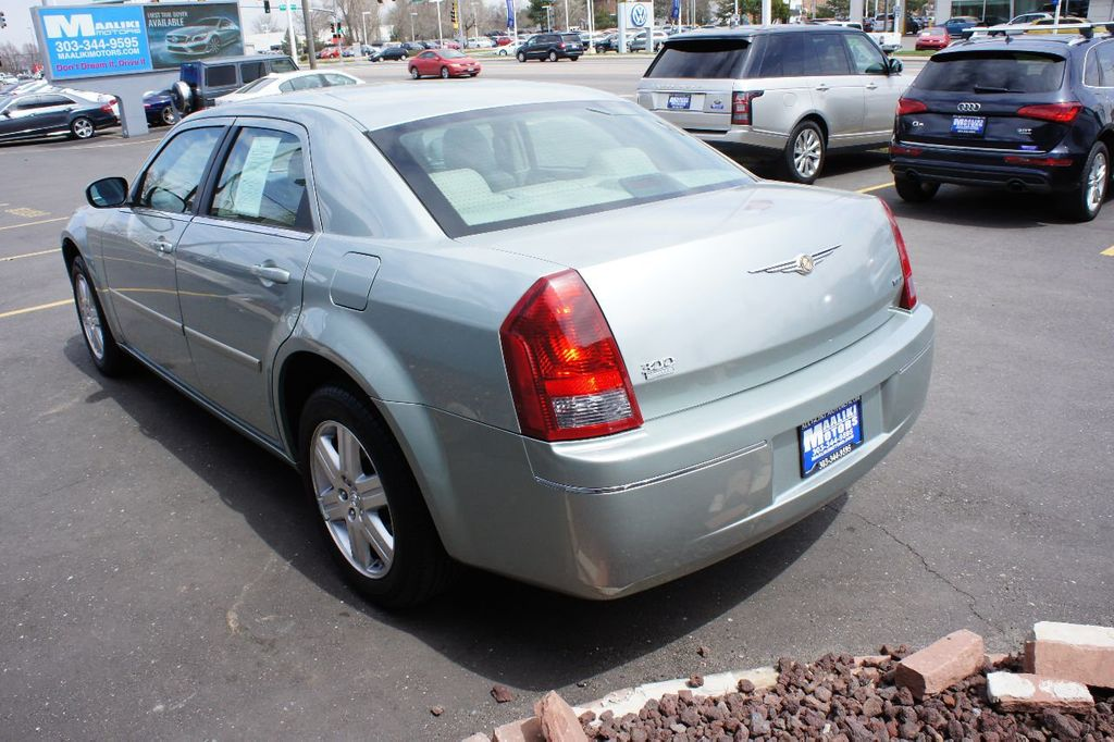 2006 Chrysler 300 4dr Sedan 300 Touring AWD - 17546147 - 5