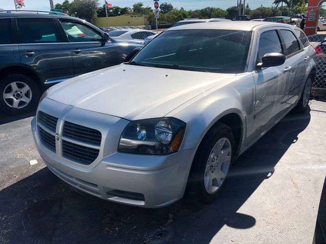2006 Dodge Magnum 4dr Wagon RWD - Click to see full-size photo viewer