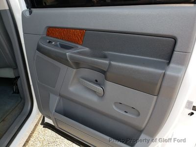 2006 Dodge Ram 3500 Mega Cab Base Trim - Click to see full-size photo viewer