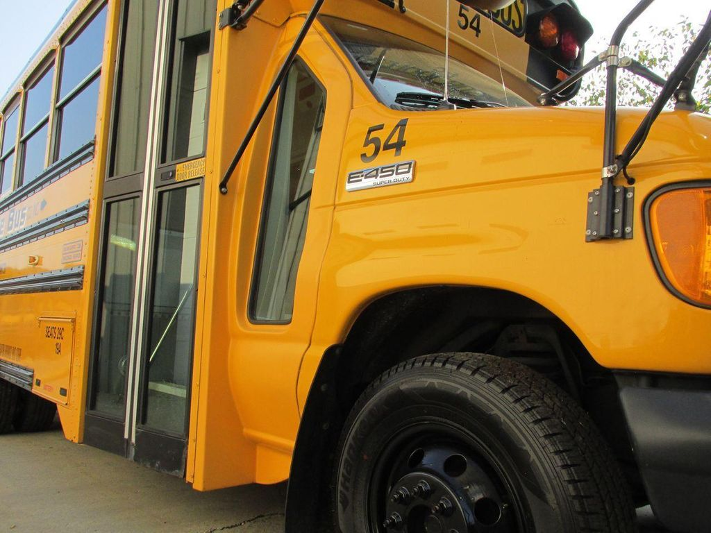 2006 Ford E-450 School Bus - 11161156 - 12