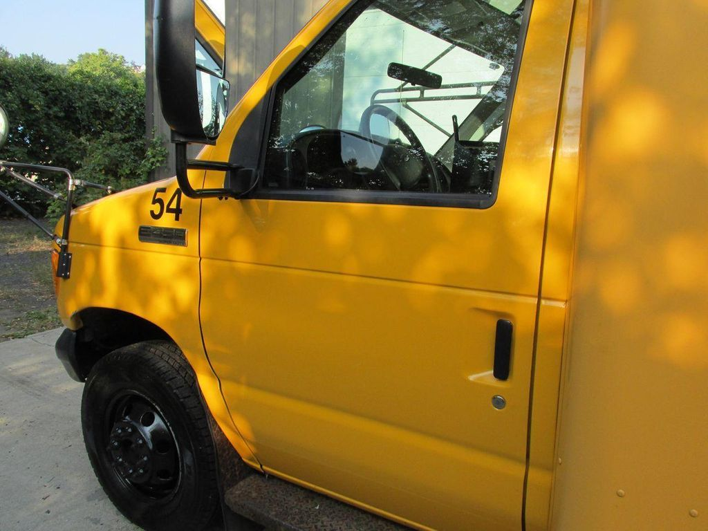 2006 Ford E-450 School Bus - 11161156 - 18