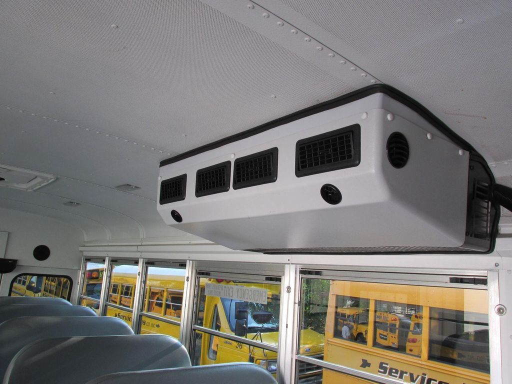 2006 Ford E-450 School Bus - 11161156 - 30