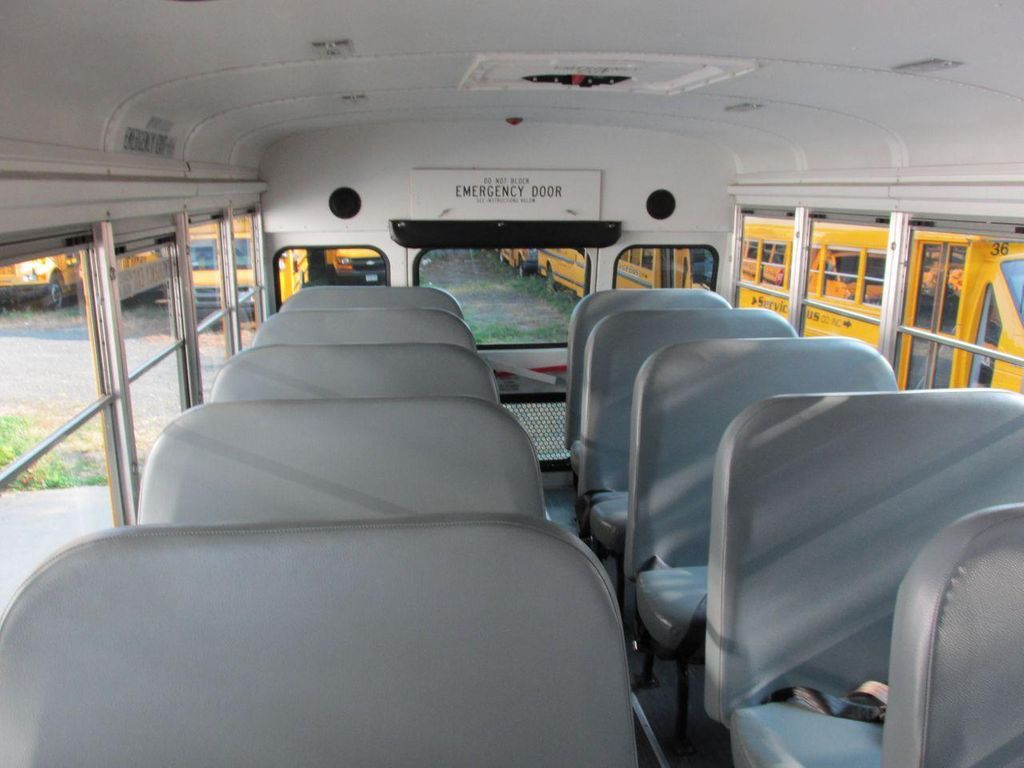 2006 Ford E-450 School Bus - 11161156 - 31