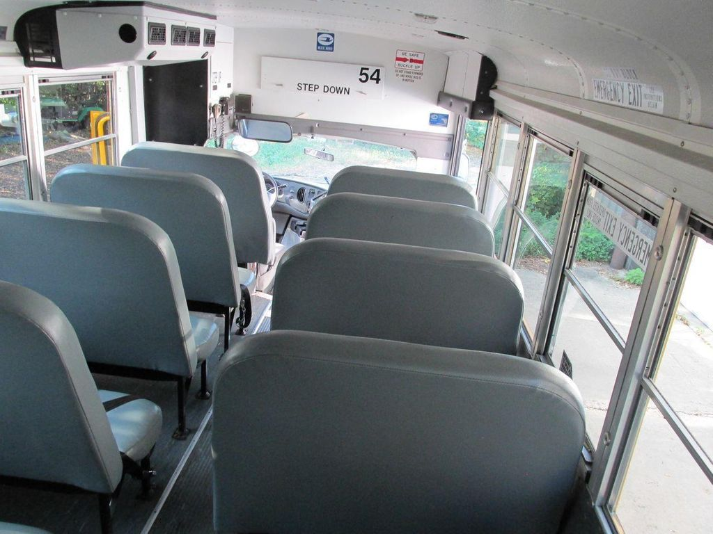 2006 Ford E-450 School Bus - 11161156 - 34