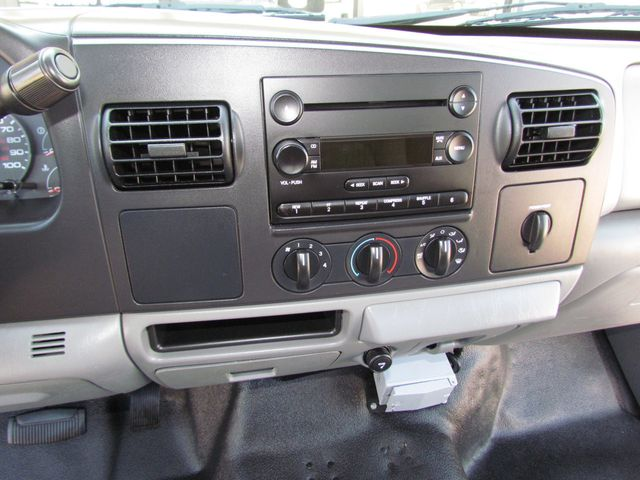 2006 Ford F250 Utility-Service 4x2 - 16167799 - 20