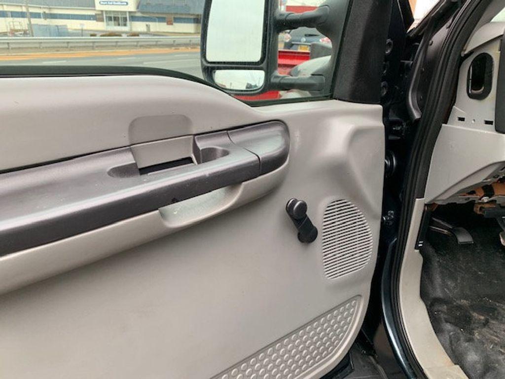 2006 Ford F-450 CREW CAB FOUR WHEEL DRIVE LANDSCAPE DUMP TRUCK - 17724860 - 35