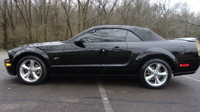 2006 Ford Mustang 2dr Convertible GT Deluxe