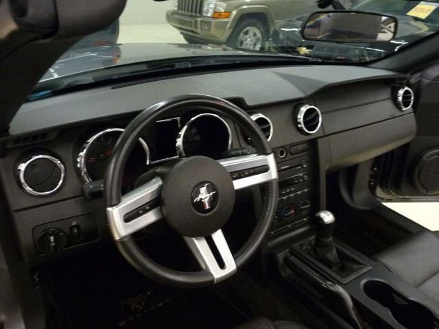 2006 Ford Mustang Base Trim - Click to see full-size photo viewer