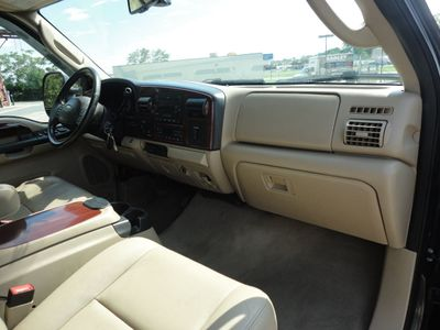 "2006 Ford Super Duty F-250 Crew Cab 156"" Lariat 4WD - Click to see full-size photo viewer"