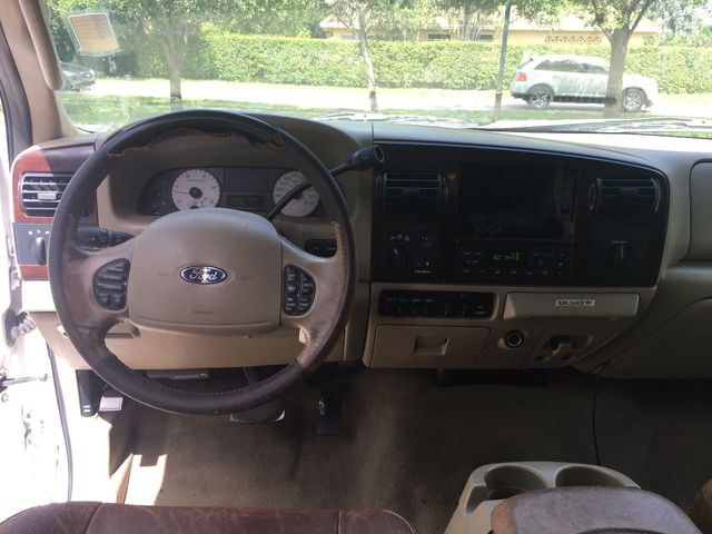 """2006 Ford Super Duty F-350 DRW Crew Cab 172"""" King Ranch 4WD - Click to see full-size photo viewer"""
