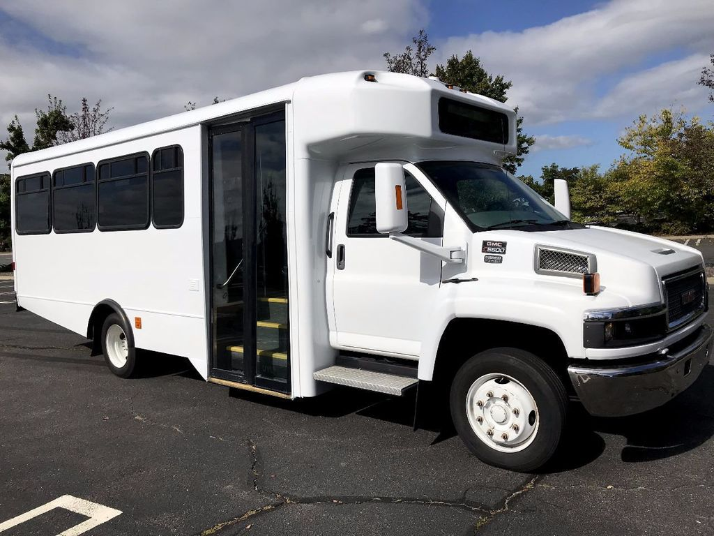 2006 GMC C5500 24 Seat Shuttle Bus For Senior Tours Charters Casino Church Hotel Transport - 16860399 - 0
