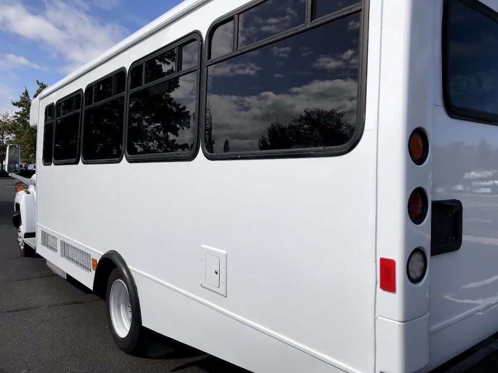 2006 GMC C5500 24 Seat Shuttle Bus For Senior Tours Charters Casino Church Hotel Transport - 16860399 - 4