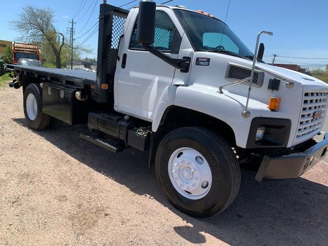 2006 GMC C7500 14 Foot Stake Bed 14 Foot Flatbed & Liftgate  - 17959167 - 1