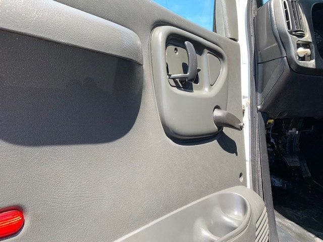 2006 GMC C7500 14 Foot Stake Bed 14 Foot Flatbed & Liftgate  - 17959167 - 27