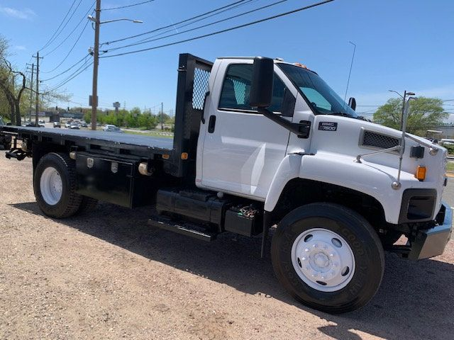 2006 GMC C7500 14 Foot Stake Bed 14 Foot Flatbed & Liftgate  - 17959167 - 2