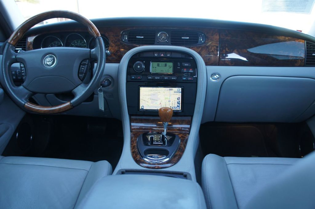 2006 Jaguar XJ 4dr Sedan XJ8 LWB - 18221749 - 11