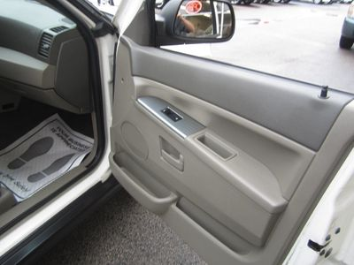 2006 Jeep Grand Cherokee 4dr Laredo 4WD - Click to see full-size photo viewer