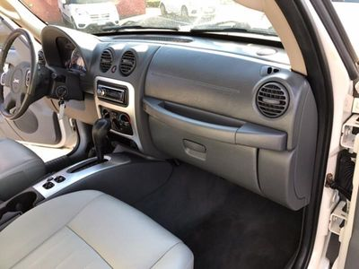 2006 Jeep Liberty 4dr Limited 4WD - Click to see full-size photo viewer