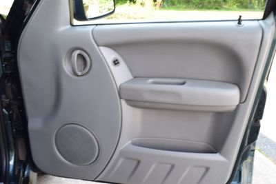 2006 Jeep Liberty 4dr Sport - Click to see full-size photo viewer