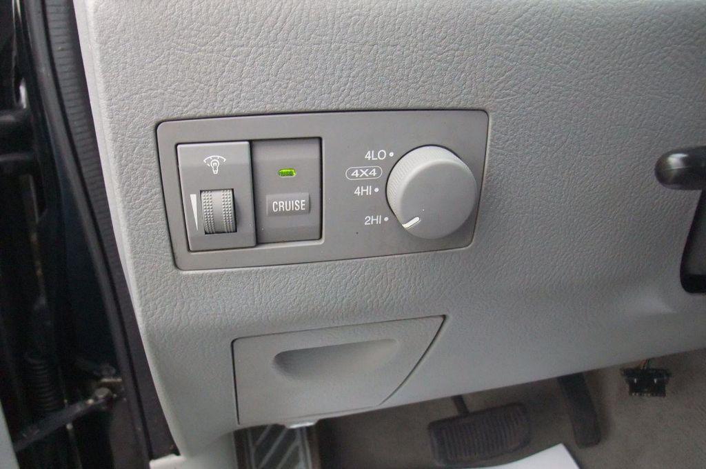 2006 Kia Sorento 4dr LX Automatic 4WD - 13581720 - 28
